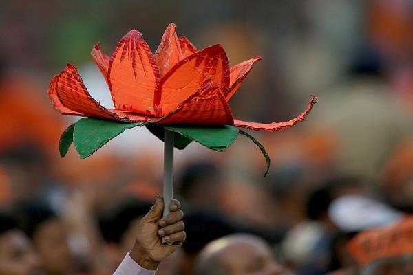 bjp mla in maharashtra sends defamation notice to party mp