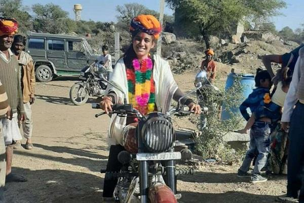 varsha became the sarpanch of the daughter of a village in rajasthan