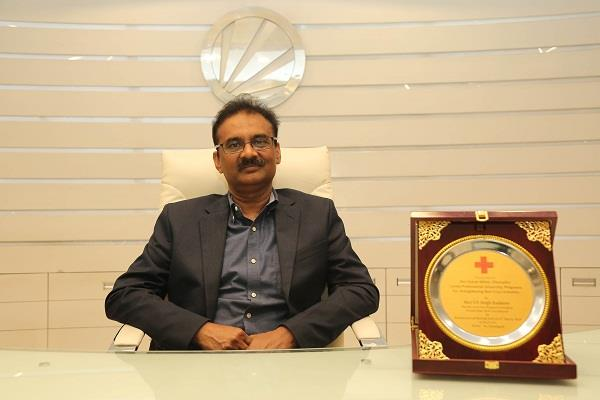 chancellor of lpu ashok mittal honored with indian red cross award