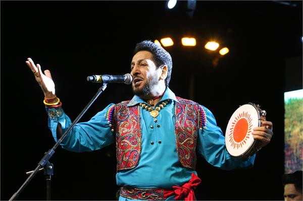 gurdas maan performance in pu