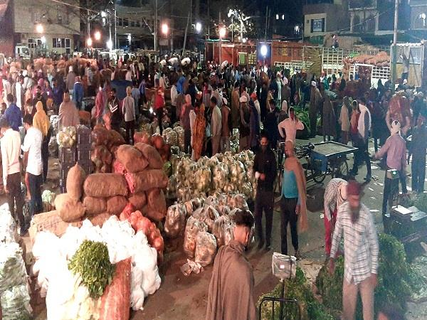 despite controlling the entry maksudan crowd in new vegetable market