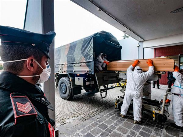 record rise in italy death toll takes total to 9134 france extend lockdown