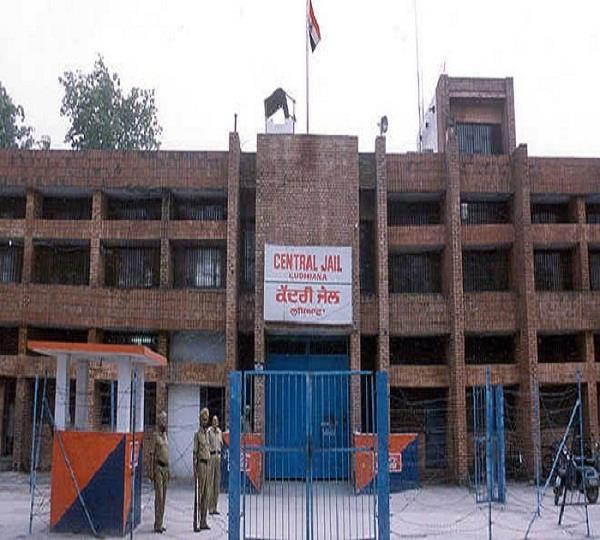 major incident during curfew in ludhiana 4 prisoners escaped from jail