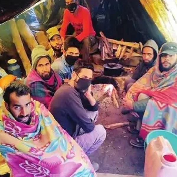 9 laborers from jammu and kashmir stranded in manikarn