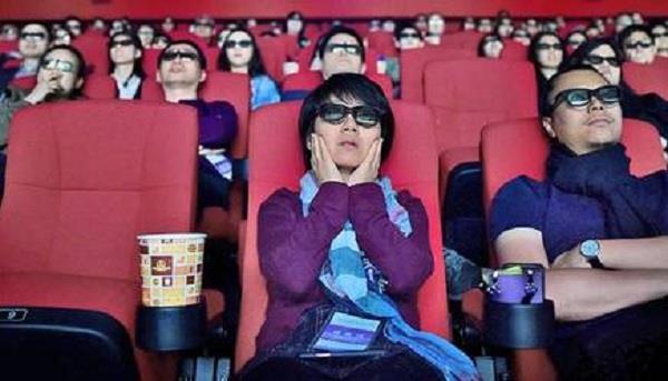 कोरोना के सामान्य हालातों के चलते चीन के शंघाई में फिर शुरू होंगे 200 थियेटर