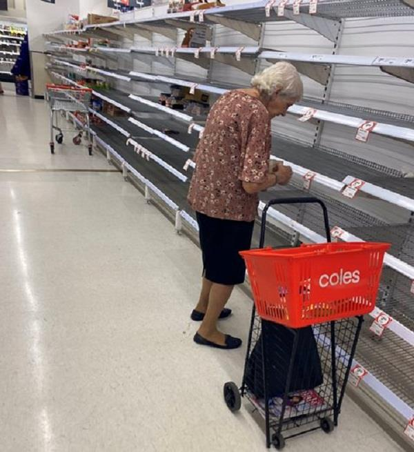 corona virus elderly woman weeping after seeing empty store photo viral