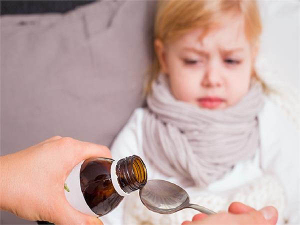 बच्चों को Cough Syrup देने से पहले ध्यान में रखें ये जरूरी बातें