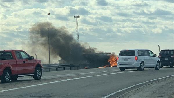 3 killed when small plane crashes on interstate 55 in lincoln