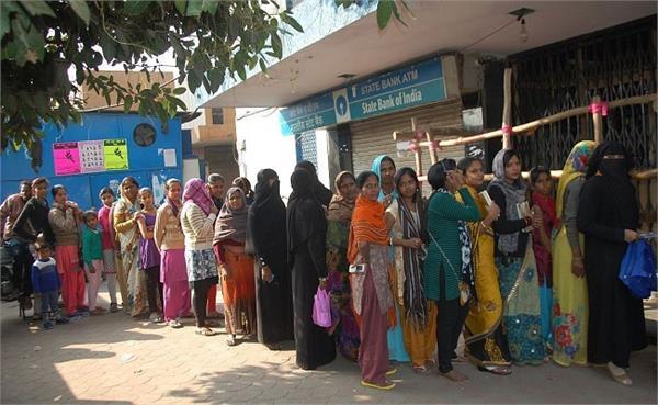 prayagraj public distressed due to cash shortage