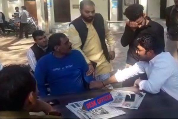 hinduist leader s domination slapping youth in the kotwali campus