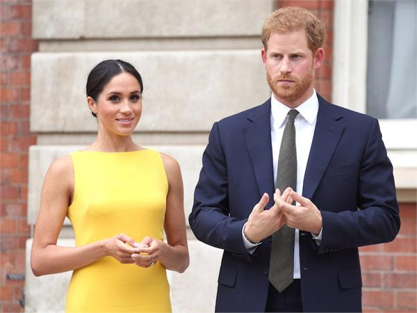 harry and meghan meet queen for first time since royal split