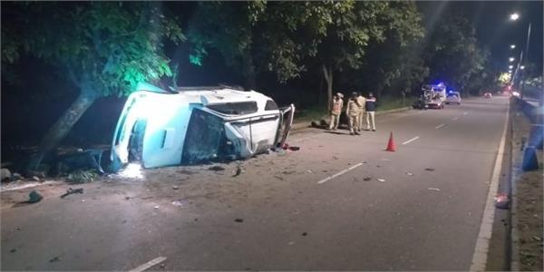 high speed fortuner car collides with tree one killed