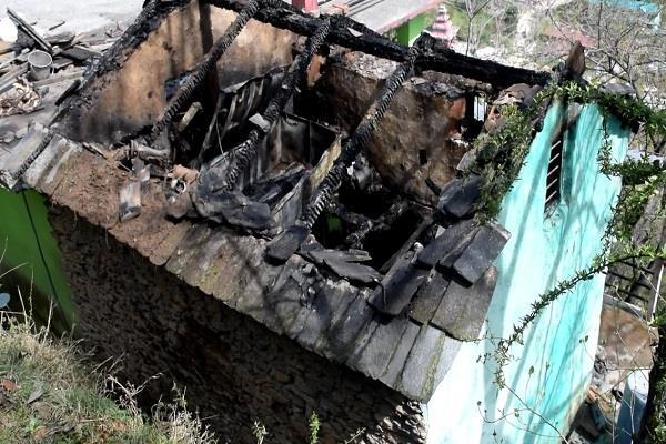 Himachal:मकान में लगी आग, सोना चांदी व नगदी जल कर हुआ राख