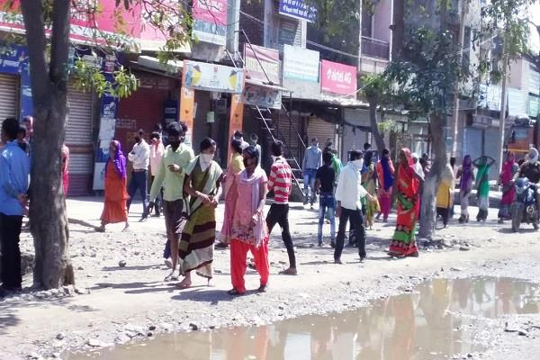 crowd uncontrolled during langar in ludhiana police showed strictness