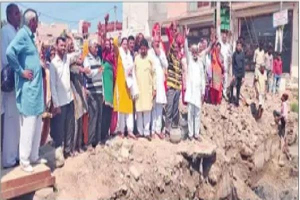 development work incomplete people shouted slogans