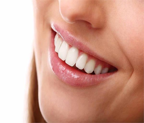 World Oral Day: सेहत के साथ दांतों का भी रखें ख्याल