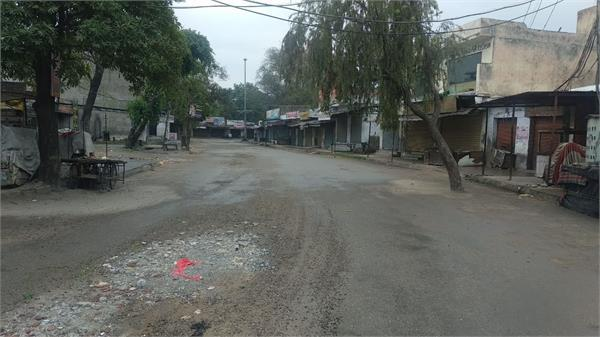 curfew continues in malwa verka s van transporting goods from house to house