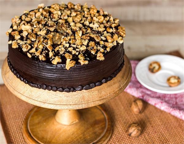 पार्टनर के लिए खुद बनाएं टेस्टी चॉकलेट केक
