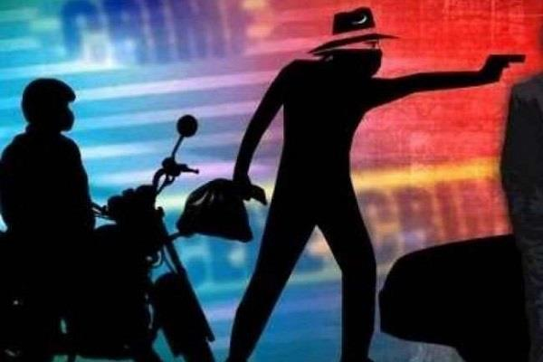 police teams ran after receiving information of 14 lakh robbery
