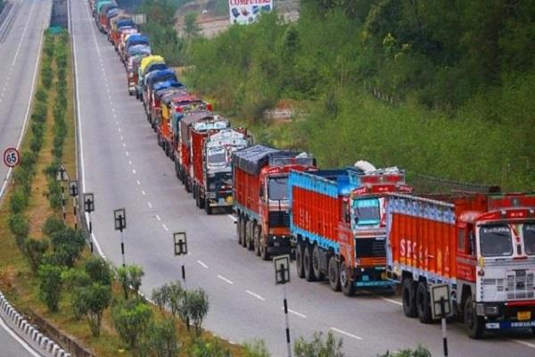 landslides on srinagar jammu national highway stop vehicular traffic