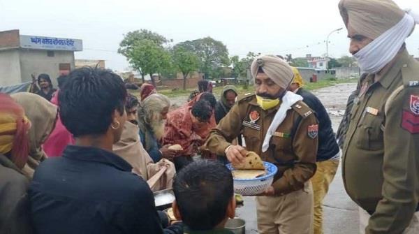 batala police helps poor people