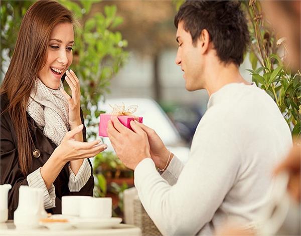 Women's Day पर घर की महिलाओं को करें इन खास सरप्राइज से खुश