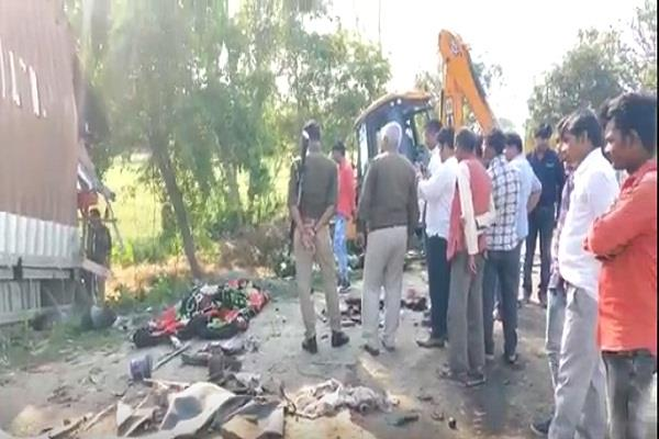 etawah one killed 11 injured in painful road accident