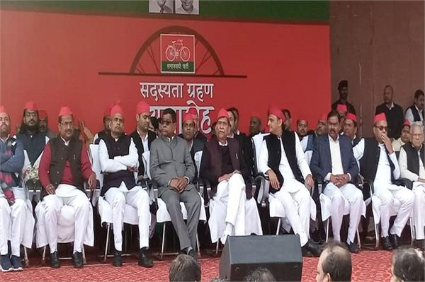 many leaders including former bsp mp join sp akhilesh