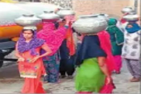 deep water problem in khanda women forced out of their homes