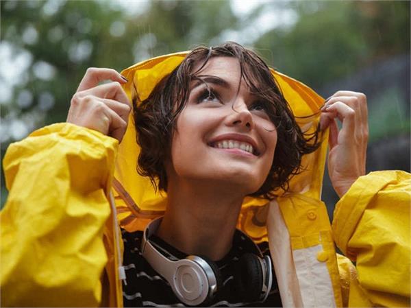 बारिश में भीगे मत, इन स्टाइलिश Raincoats के साथ दिखाए अपना स्टाइल