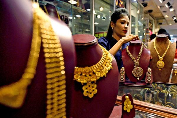 gold bounced 1400 rupees to close to 45 thousand silver also expensive