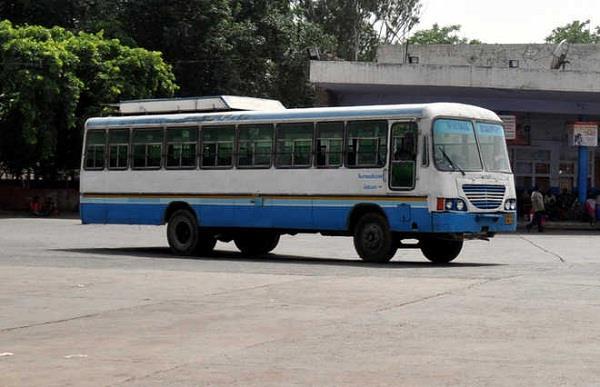 हरियाणा रोडवेज की बस का टायर फटा, युवती घायल - roadways bus tire cracked  woman injured