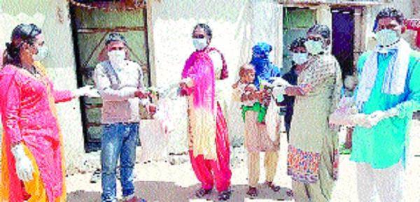 kinnars distributed ration in the slum