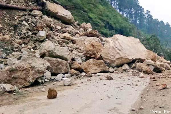 landslide on chamba pathankot nh