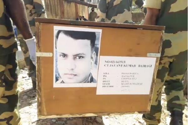 bsf jawan dies after falling from roof in gwalior