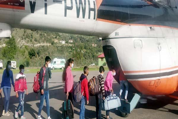 चम्बा से हैलीकॉप्टर ने 2 दिन में 5 बार भरी उड़ान, 112 यात्री पहुंचाए पांगी