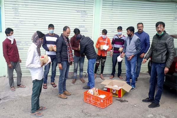 shimla press club distributed ration to 2 dozen laborers