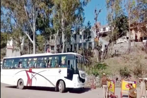 tourist bus of haryana number reached the entrance of himachal