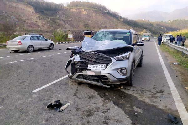 सोलन:ट्रक की टक्कर से राहगीर की मौत, कार-स्कूटी की टक्कर में 3 घायल