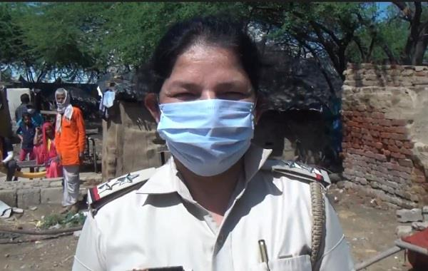 women sub inspector took command distributed ration to poor