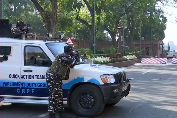 bjp mp s car collided with barrier security personnel gave gun