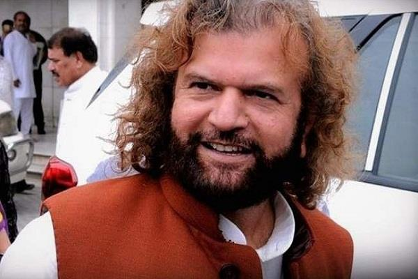 bjp mp hans raj hans donated 50 lakh rupees to fight the corona epidemic