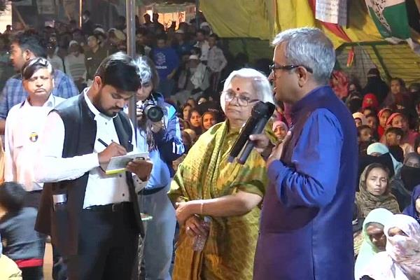 sanjay hegde and sadhana ramachandran reach shaheen bagh