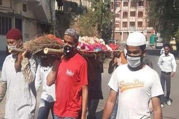 west bengal muslims perform last rites of hindu dead body in malda