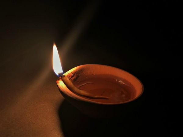 PunjabKesari What is the science behind the appeal of lighting a candle