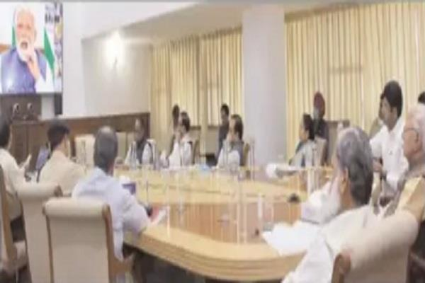 cm reviews meeting considers hiring of ayush doctors to deal with kovid 19
