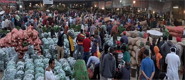 seized goods of crowding retailers in new maqsudan market