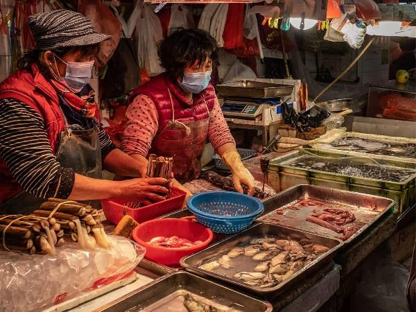 risk of spread of virus in seafood markets un