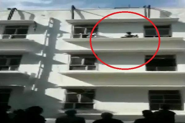 the patient climbed to the third floor to commit suicide