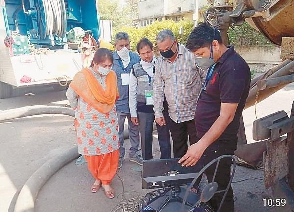 cleaning of sewerage through super suction machine rajindra berry